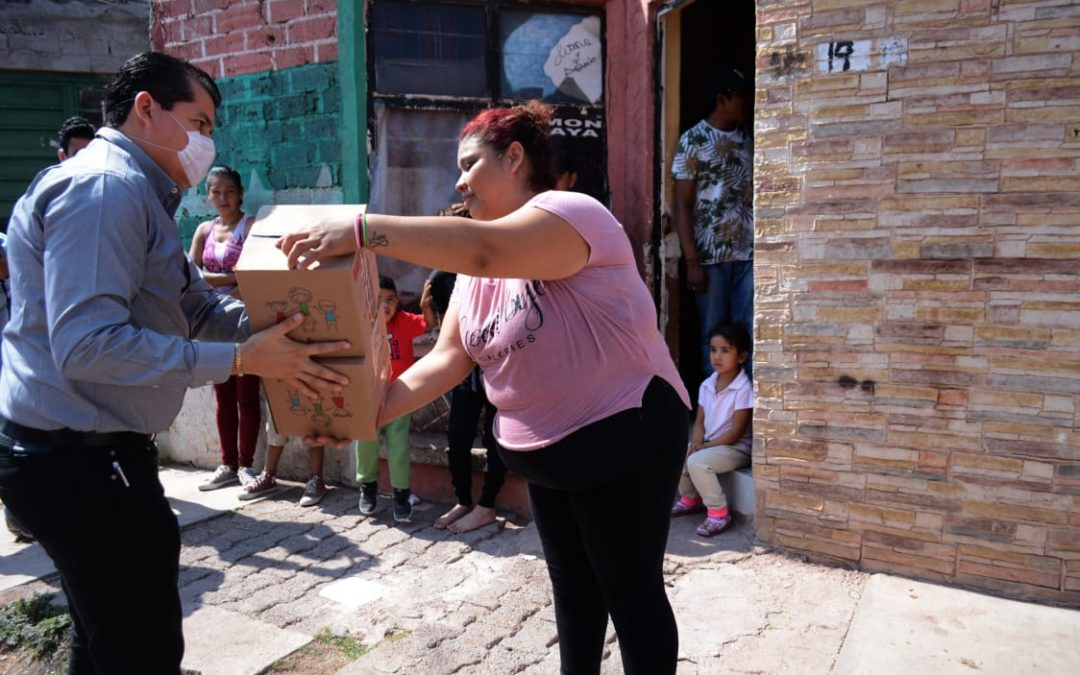 ENTREGA ALCALDE DESPENSAS A FAMILIAS VULNERABLES