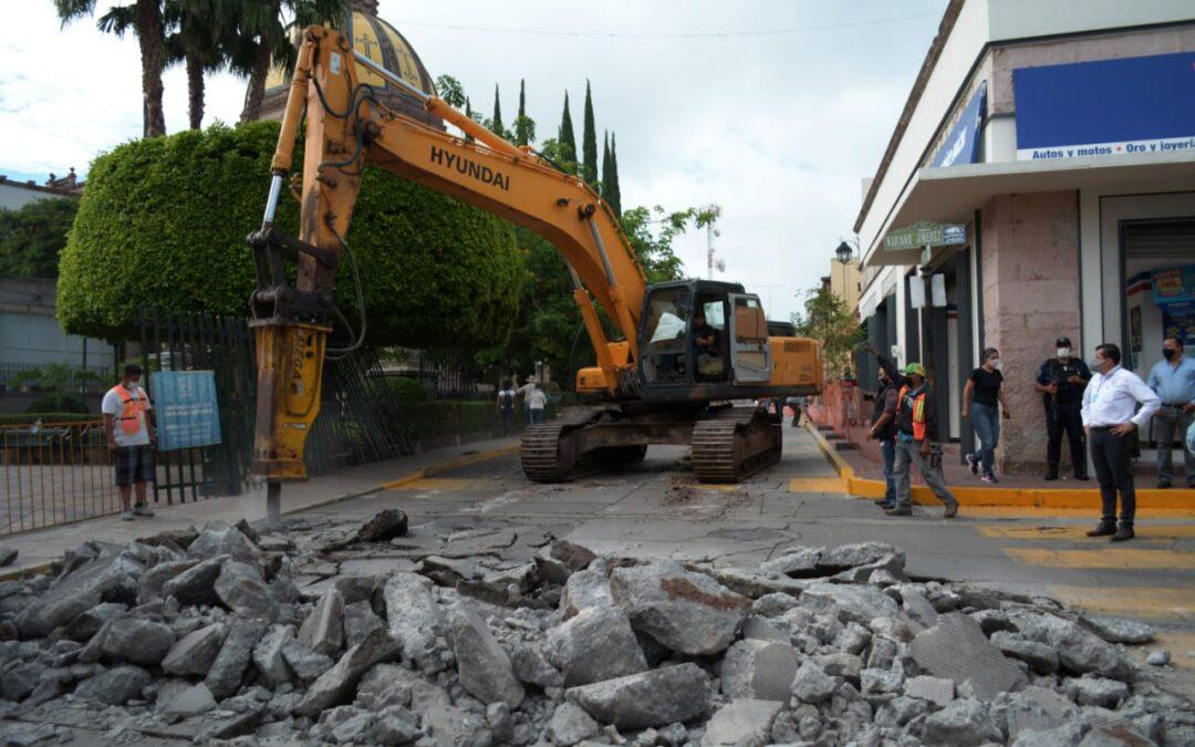 COMIENZAN TRABAJOS DE PAVIMENTACIÓN EN LA CALLE MADERO
